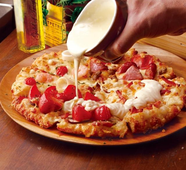 画像: <とろける激盛りチーズクォーター> Mサイズ2,580円(税抜) *Mサイズのみ