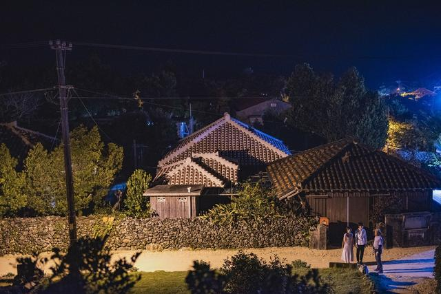 画像3: 島文化に詳しいガイドと静かな夜の集落散策