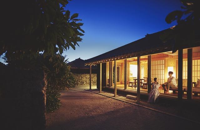 画像4: 島文化に詳しいガイドと静かな夜の集落散策