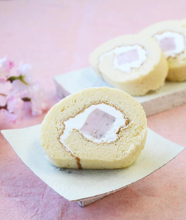 画像2: 吉野本葛100%のロールケーキ「くずの子ロール」春限定の「さくら味」が通販でも登場!