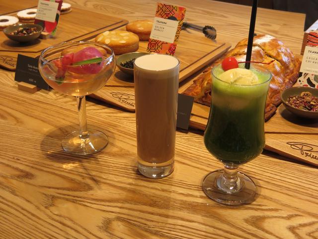 画像: 左からポップンティーさくらジャスミン、ナイトロミルクティー、ティバーナ™クリームソーダ抹茶