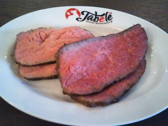 画像2: 目の前でカットされる「塊肉」