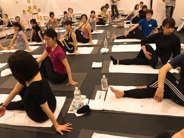 画像1: ホットヨガスタジオ LAVAトップインストラクター・アーユルヨガ考案者の横田佳代子氏によるアーユルヨガレッスンも
