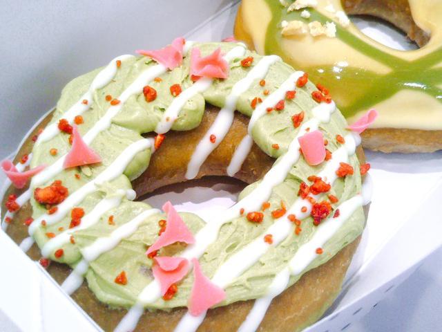 画像1: 【試食レポ】クリスピー・クリーム・ドーナツから「和茶ドーナツ」が登場