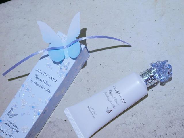画像: ジルスチュアート クリスタルブルーム サムシングピュアブルー シマリング リップエッセンス 7g ¥2,700(税抜)