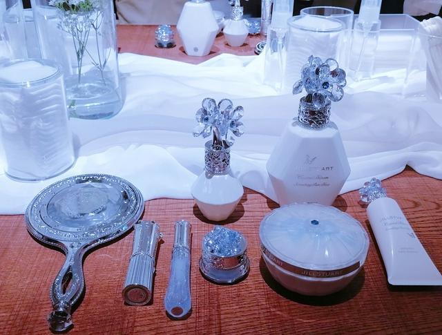 画像: 結婚式で花嫁が幸せになるためのおまじない''Something blue''をモチーフとした限定コレクション「サムシングピュアブルー」