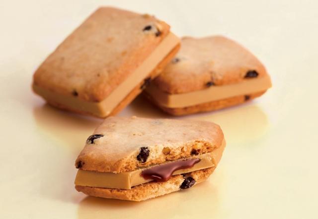 """画像3: 世界の朝食がリッチに変身した""""キャラメルドルチェサンド""""が、ミルキーなNEWバージョンで新登場!"""
