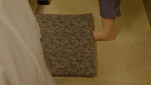 画像: 軸足のムレも座布団の下に忍ばせることで隠している