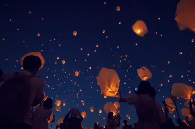 画像: 今年は東京・神戸同時開催!夜空に輝くスカイランタン祭り。日本最大級20,000個に願いを込めて…