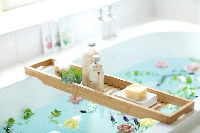 """画像1: """"本格ハーブの入浴剤""""で、心穏やかな至福のバスタイムを体験!"""