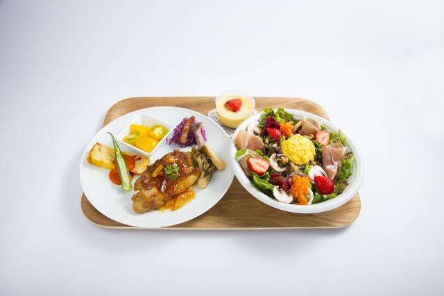 画像: スペシャルランチプレート・・・1,500円 キユーピーがこれまでに提案してきたさまざまなメニューが詰まった特製ランチプレートです。10種類以上の野菜と卵を使ったカラフルなサラダ(3種類から選択)に、野菜と卵の前菜、マヨネーズやドレッシング、ジャムを使ったメインディッシュ(2種類から選択)を合わせたプレートです。コクと甘み、すっきりした後味が特徴のこだわりの卵「エグロワイヤル」を使い、さらにプリン液にマヨネーズを加えてしっとりなめらかに仕上げたマヨプリンが付きます。選べるサラダは「パワーサラダ」、「シーザーサラダ」、「コブサラダ」(下記参照)の3種類です。