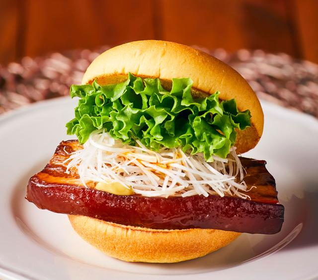 画像1: とろける食感の豚バラ肉!『トンポーローバーガー』