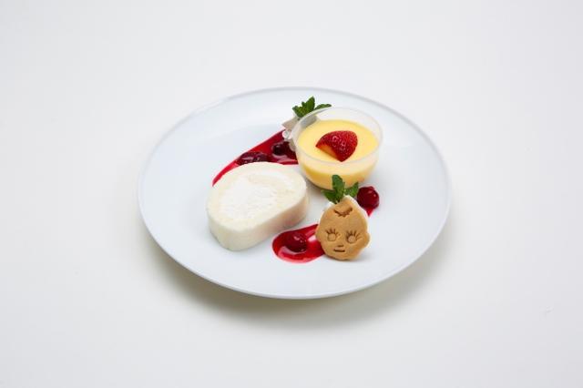 画像: スペシャルスイーツプレート(ドリンク付き)・・・1,000円 こだわりの卵「エグロワイヤル」を使い、プリン液にマヨネーズを混ぜることによってなめらかに仕上げたマヨプリンと、黄身まで白い卵「ピュアホワイト」にマヨネーズを合わせてふんわりやわらかく焼き上げた真っ白なロールケーキのセットです。キユーピー型のクッキーを添えました。