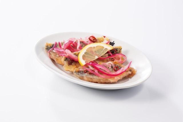 画像11: 食感が楽しいヤングコーンをピリ辛テイストで仕上げた 『ポークとヤングコーンのピリ辛トマトソースパニーニ』
