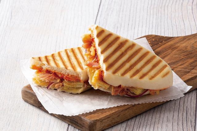 画像2: 食感が楽しいヤングコーンをピリ辛テイストで仕上げた 『ポークとヤングコーンのピリ辛トマトソースパニーニ』
