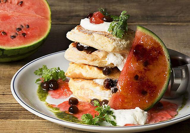 """画像: CAFE HUDSON1周年記念パンケーキは""""スイカ"""" 爽やかな味わいの「ウォーターメロン リコッタパンケーキ」"""