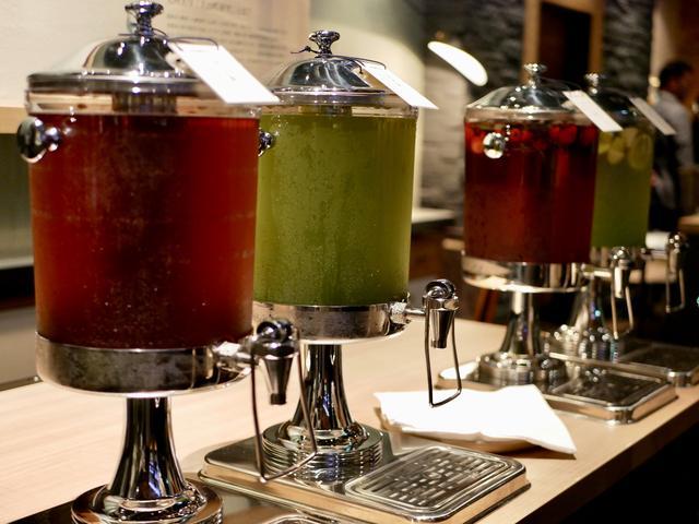 画像: 日本茶バー ¥300(ランチ・ディナーはセットメニューに「お茶バー」がセットになった価格)