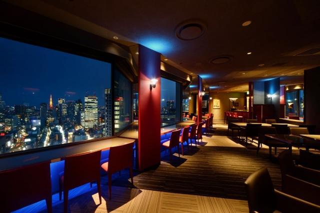 画像: ■TOWER CAFÉ 地上144m、ホテル最上階40階から眺める都内屈指の夜景の大パノラマを眺めながら、コンテスト受賞歴を持つバーテンダーが創るカクテルや、料理長こだわりの料理の数々を心ゆくまでお愉しみいただる絶景バー。お酒を飲めない人にも嬉しいノンアルコールカクテルも充実している他、カフェとしてもお気軽にご利用いただけます。