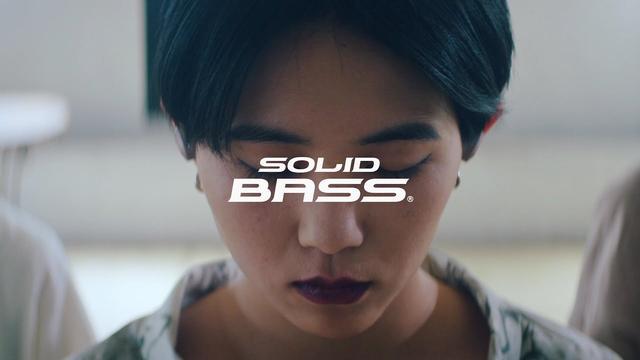 画像: SOLID BASS(ソリッドベース)2019コンセプトムービー 「私を夢中にさせる音。」篇 www.youtube.com