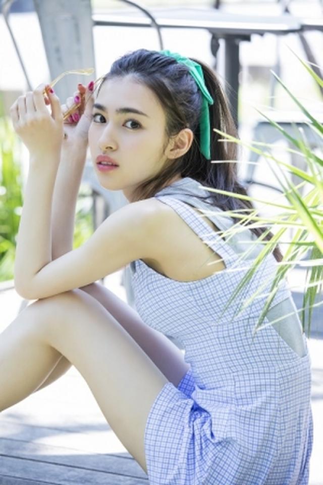 画像5: 注目の若手女優、ビューティーフェイスがトレードマークの17歳・長見玲亜のファースト写真集が発売!