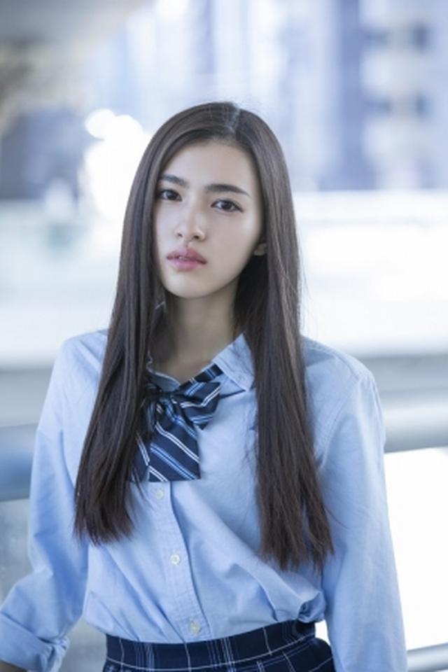 画像6: 注目の若手女優、ビューティーフェイスがトレードマークの17歳・長見玲亜のファースト写真集が発売!