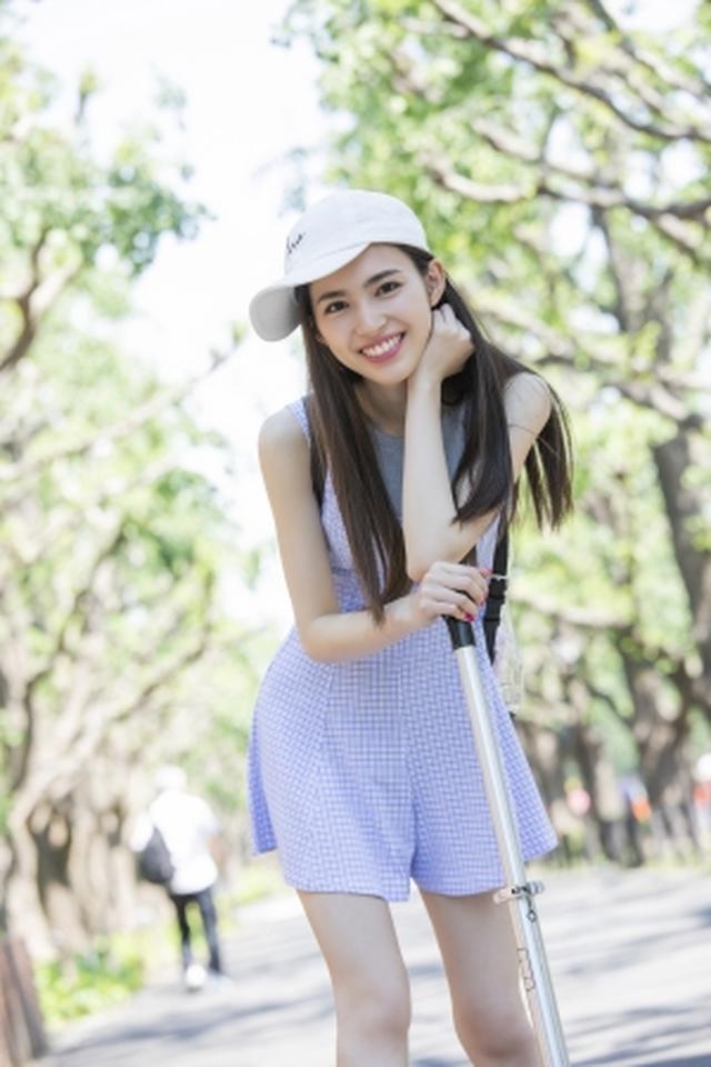 画像3: 注目の若手女優、ビューティーフェイスがトレードマークの17歳・長見玲亜のファースト写真集が発売!