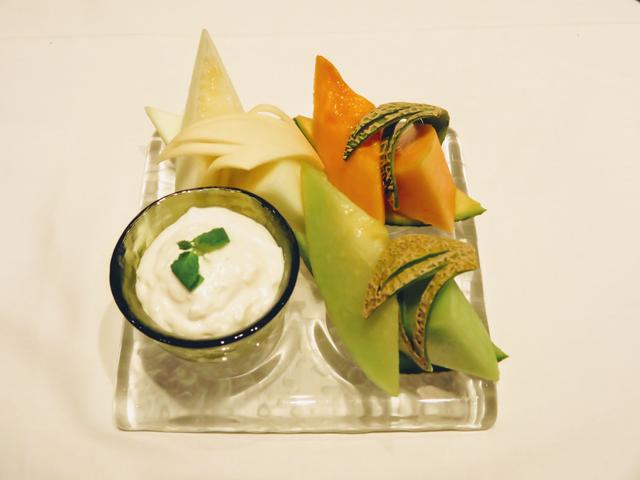 画像: 国内外から仕入れた旬のメロンの食べ比べです。品種ごとの違いを楽しむことができます。