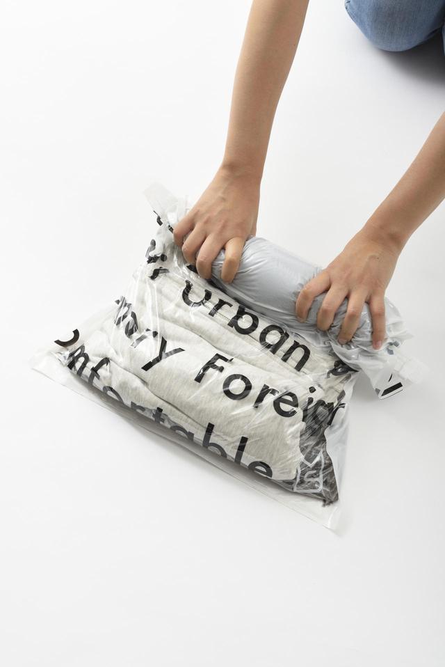画像2: 旅の必需品!「トラベル用圧縮袋」の4サイズセット新発売