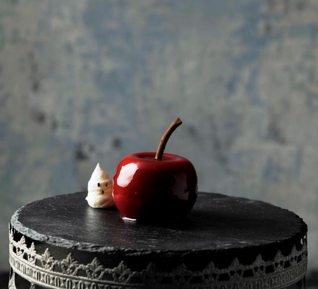 """画像2: 【品川プリンスホテル】 """"魔女が作る毒りんご""""をイメージした4種のハロウィーンスイーツを販売"""