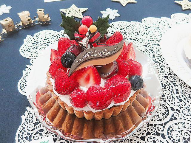 画像: 【苺のタルト】京橋千疋屋 クリスマスといえば苺!千疋屋が選んだ苺を贅沢に使った豪華なタルトです。