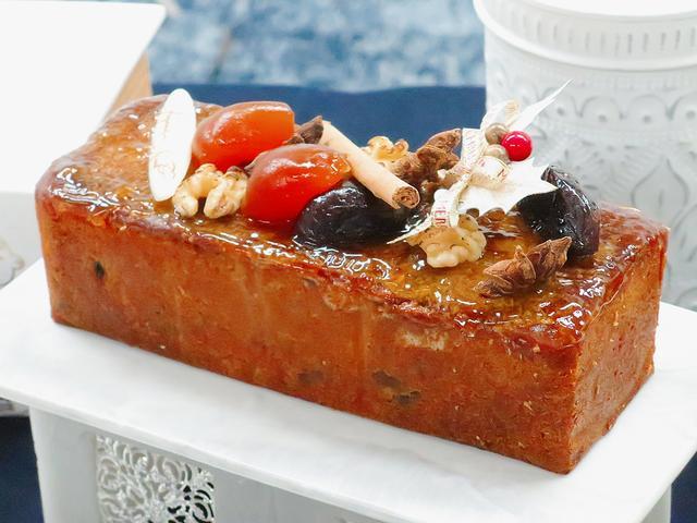 画像: 【大人のフルーツケーキ】 ラム酒に一晩漬け込んだチェリーやオレンジ、パインなどのドライフルーツがたっぷり入っています。きび砂糖を使ったコクのあるやさしい甘さの生地の中に、甘酸っぱい酸味が楽しめるフルーツケーキです。