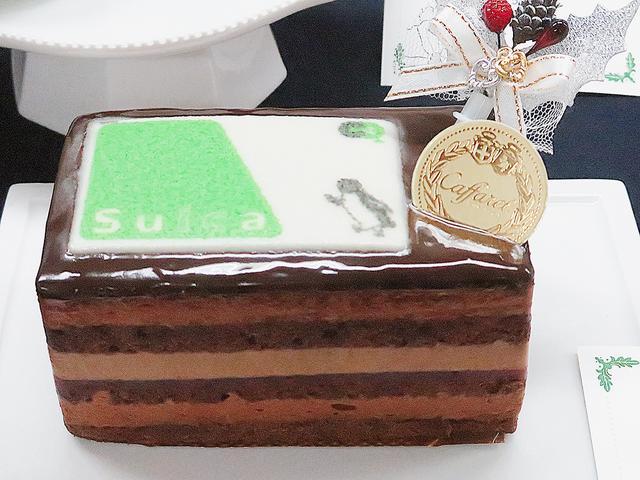 画像: 【カファレル with Suica】カファレル お馴染みのSuicaがかわいいチョコレートケーキです。カファレルならではの素材にこだわったチョコ好きのためのケーキです。