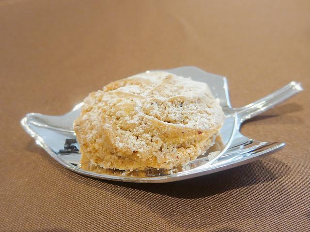 画像: 【グラン】 めずらしいどんぐり粉とヘーゼルナッツのクッキーです。どんぐり独特の苦みがほんのりた香ばしく、ほろりとしています。