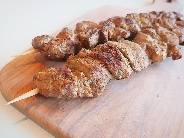 画像: 【羽黒緬羊の串焼き】ベーカリー&レストラン 沢村 南イタリアの料理を沢村風にアレンジしました。羽黒緬羊はとても食べやすく、やわらかい羊肉です。