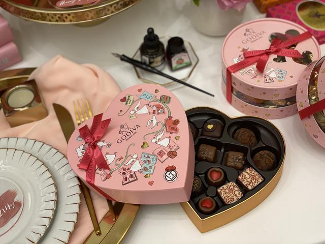 画像1: カカオからはじまる、6つの物語-chocolate collection-〜紀元前のはじまりから奇跡の発明や魅惑の出会いを経て、甘やかに優雅に年を重ねてきたチョコレートをひと箱に〜