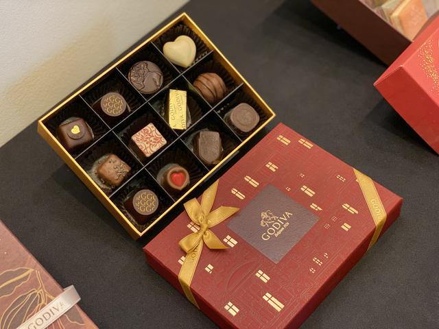 画像: チョコレート クロニクル シック アソートメンはチョコレートの歴史を紐解く粒に、ゴディバの歴史を語る粒
