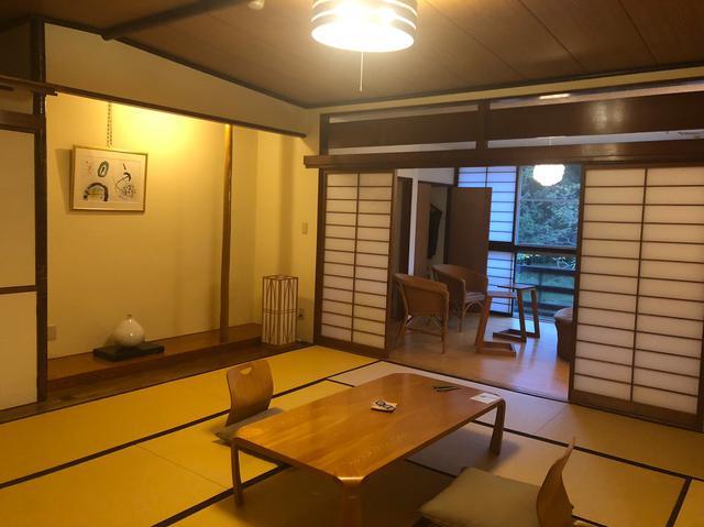 画像1: 本間と奥の間に分かれた広々とした客室