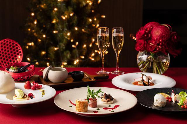 画像: 【東京マリオットホテル】TOKYO REDで彩る華やかなクリスマス ビッグサイズのクリスマスリースが登場