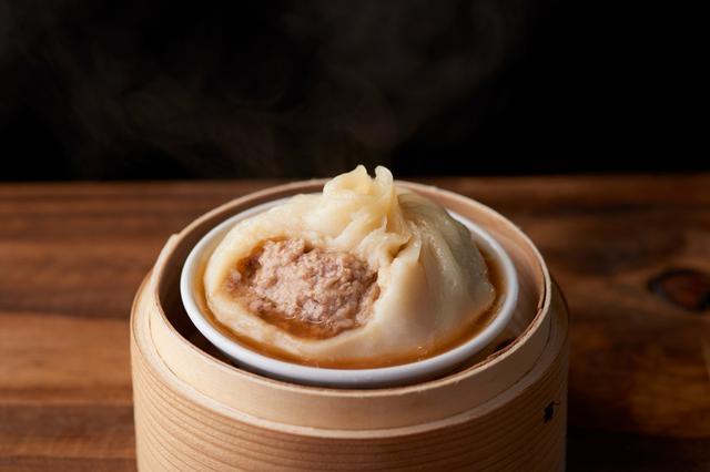 画像: 旨味たっぷりの肉汁が入った「大籠包(450円/税込)」