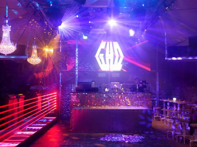 画像1: タイムストリップ感と共に蘇るアーバンシェルター「club GHQ」