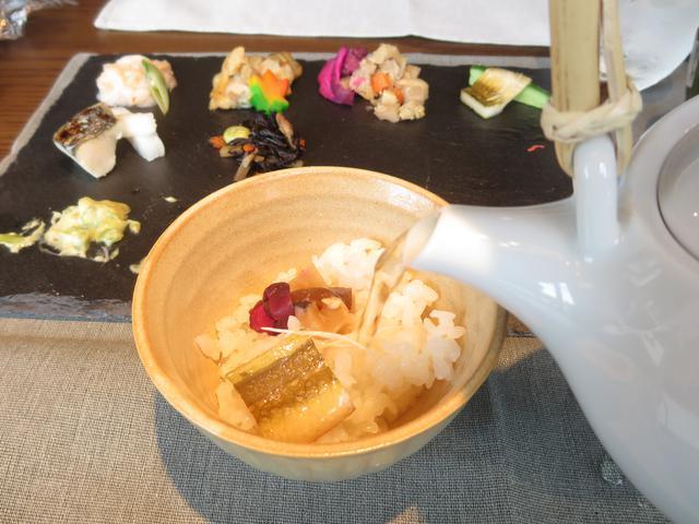 画像: ランチのご飯は長野県佐久市から直送のコシヒカリ!なんとおかわり自由なので、手巻きずしにしたりお茶漬けにしたりと楽しむことができます。
