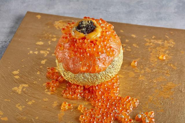画像: 写真映え抜群!ウニ・キャビア・金箔などを贅沢に使った直径10cmの高級手まり寿司