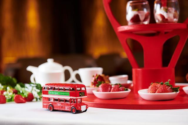 画像2: バスの車内でいちご狩り&いちごアフタヌーンティーを味わえる!体験型バスツアー「いちごさんバス」運行決定!