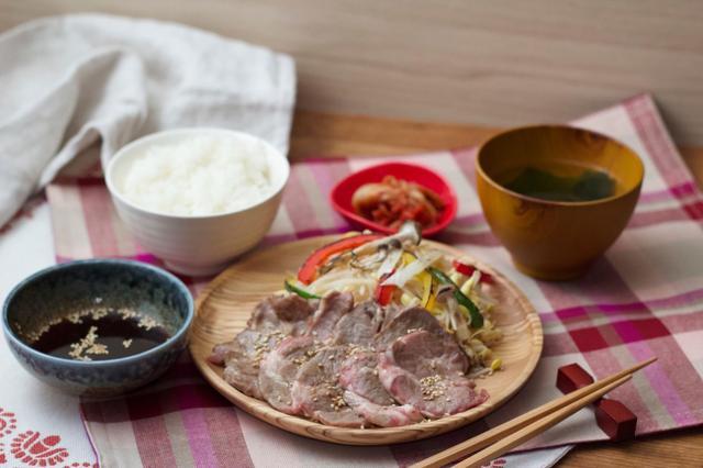 画像: ごま味噌漬けラム肩ロース定食 1,680円・税込