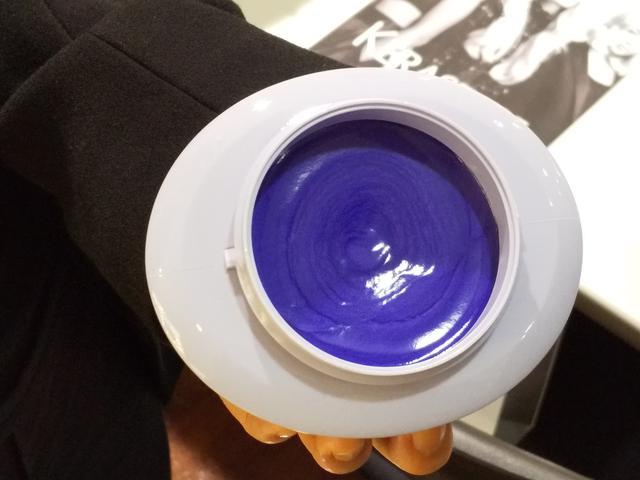 画像: ハイトーンカラーヘアの黄味・オレンジ色を補正し、艶めきを与えダメージを補修する紫色素入り