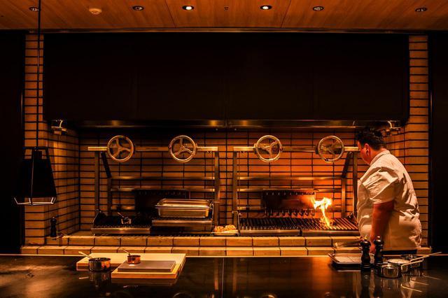 画像: 「火」と「水」が奏でる美食のエンターテイメント