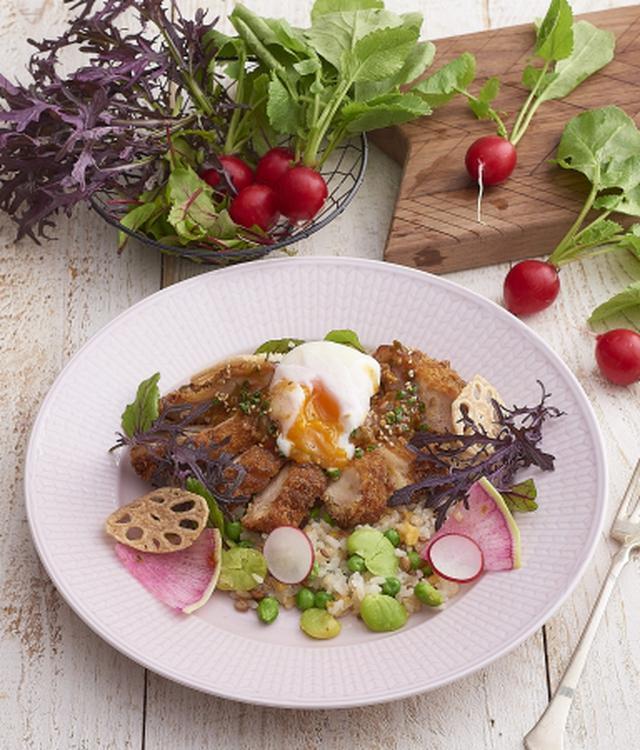 """画像: キハチ流の""""豆ごはん""""は、チキンフリットや半熟卵がのったワンプレートメニュー"""