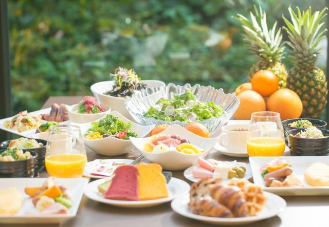 """画像: ▲ヘルシー・ビューティー・フレッシュをコンセプトとした""""シェフズ ライブ キッチン""""でのフルブッフェスタイル朝食で、身体の中から美しく"""