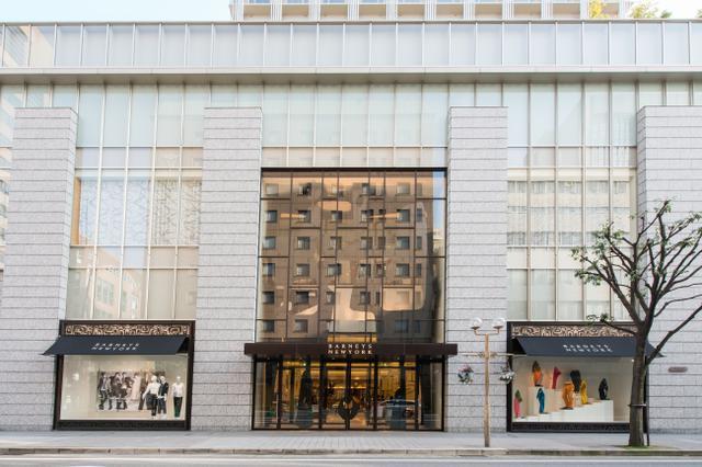 画像1: バーニーズ ニューヨーク神戸店が開店10周年を記念した限定アイテムを発売