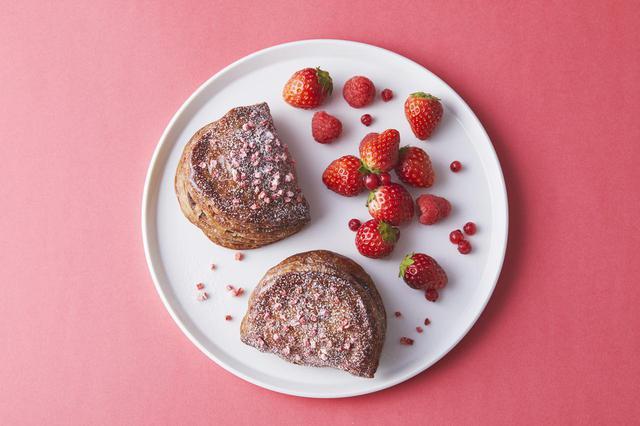画像2: 3種のベリーで華やかな春の甘みと酸味を感じる「焼きたてカスタードレッドベリーパイ」新発売